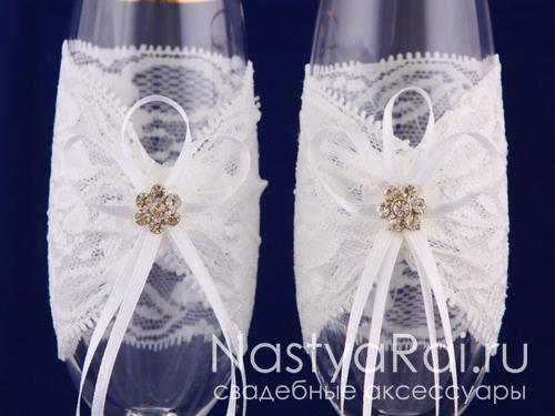 Свадебные бокалы с кружевом