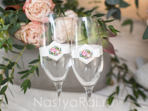 Свадебные бокалы  с лаконичным декором