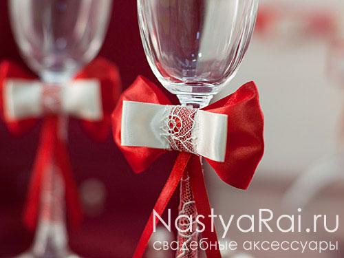 Свадебные фужеры с красной лентой