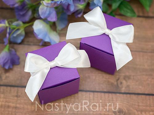 Квадратная коробочка с лентой. Фиолетовая