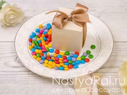 Разноцветное драже с шоколадом
