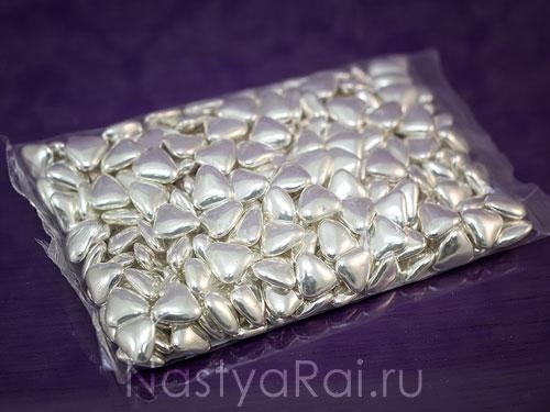 Шоколадное драже Сердечки  серебряные