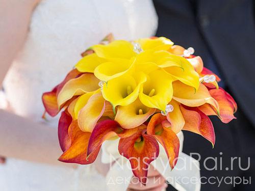 Букет невесты из желтых и рыжих калл