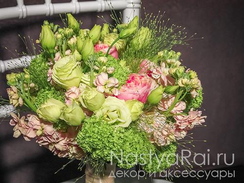 Нежный букет невесты в зелено-кремовом цвете