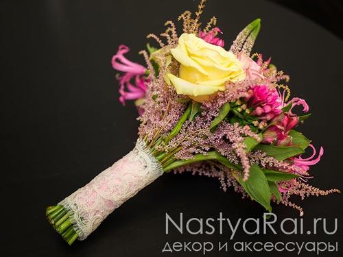 Розово-лимонный свадебный букет