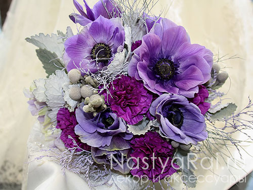 Сиреневый букет невесты из сиреневых анемонов