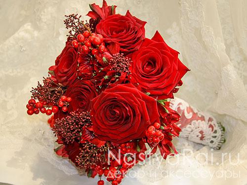 Красный свадебный букет из роз