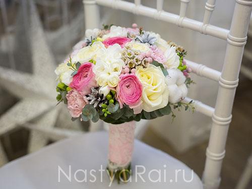 Зимний букет невесты с ранункулюсами