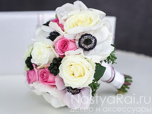 Букет невесты  из анемонов и роз