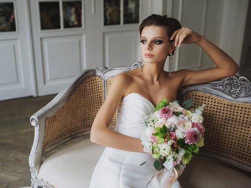 Весенний букет невесты с ранункулюсами