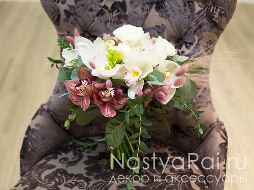 Современный букет невесты  из орхидей
