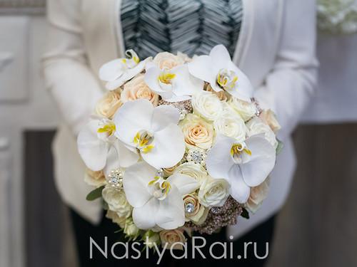 Шикарный букет невесты с орхидеями