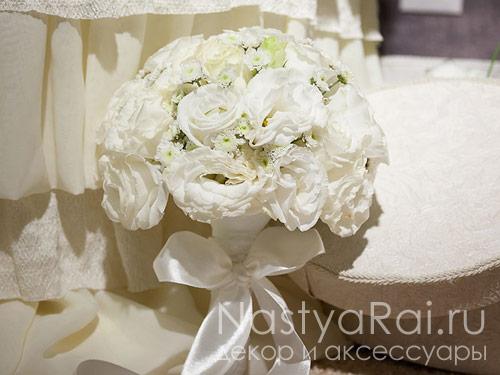 Букет невесты из эустомы и хризантем