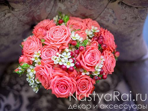 Букет невесты из коралловых роз