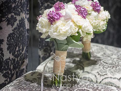 Букет невесты с сиренью и пионами