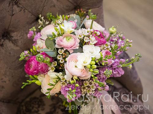 Объемный летний букет невесты