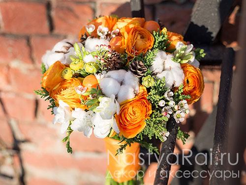Яркий букет невесты из ранункулюсов