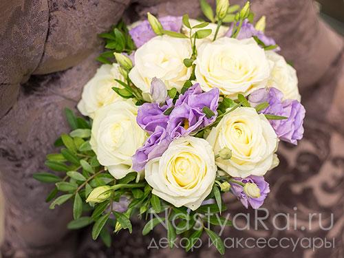 Нежный букет невесты в бело-сиреневых тонах