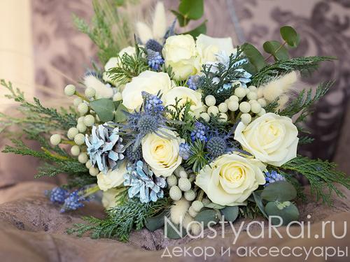 Букет невесты в бело-голубом цвете
