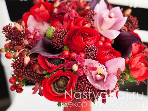 Букет невесты с анемонами орхидеями и каллами