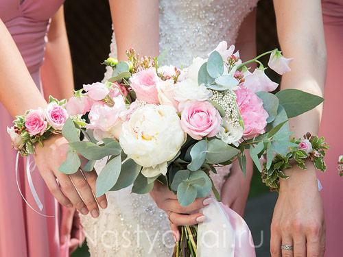 Летний букет невесты в розовой гамме