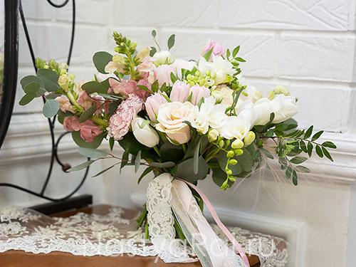 Лохматый букет невесты в пудровой гамме