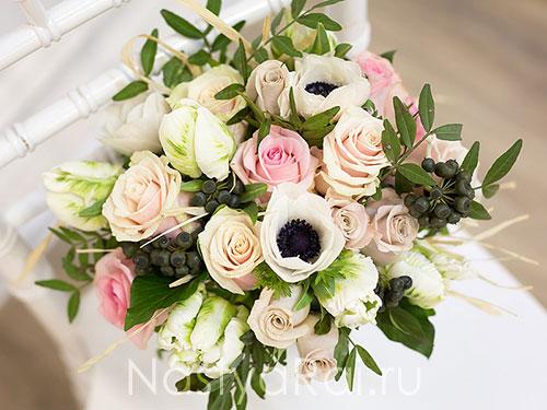 Модный букет невесты с анемонами