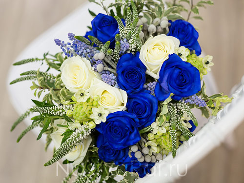 Букет невесты с синими розами