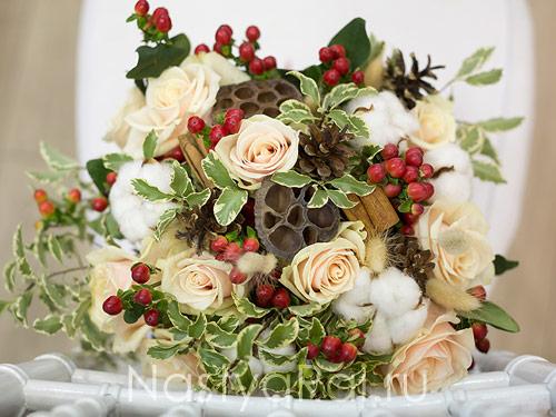 Оригинальный букет невесты в красно-белом цвете
