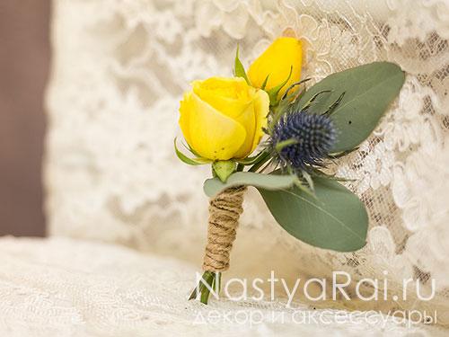 Бутоньерка из желтой  розы