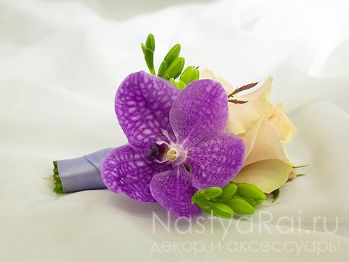 Бутоньерка из орхидеи ванда