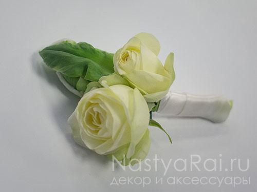 Бутоньерка из тюльпана и роз