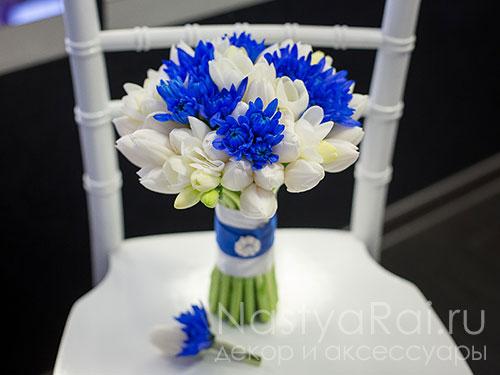 Бутоньерка из тюльпана и хризантемы
