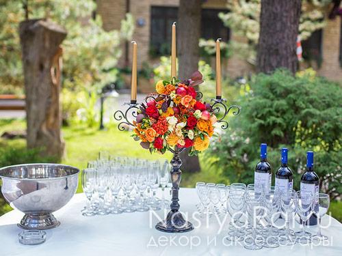 Цветы на стол гостей розы георгины