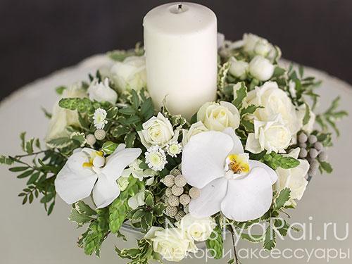 Композиция на стол гостей из орхидеи и эустомы
