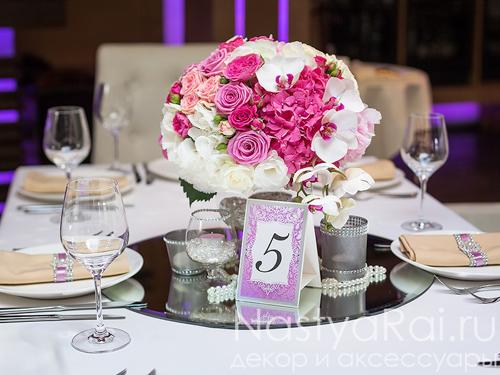 Композиция на стол гостей с орхидеями