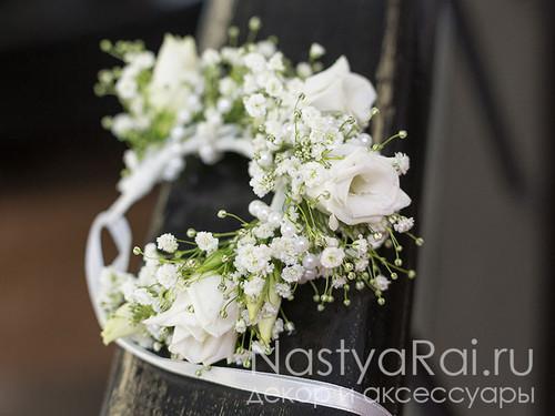 Белый браслет из цветов