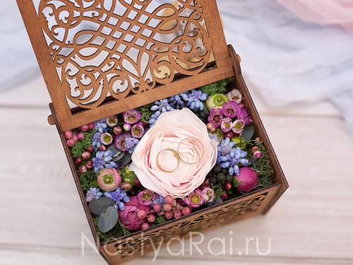 Ажурная шкатулка для колец с цветами