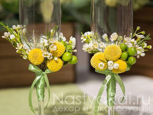 Декор на бокалы с живыми цветами