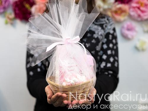 Розовая чайная корзинка