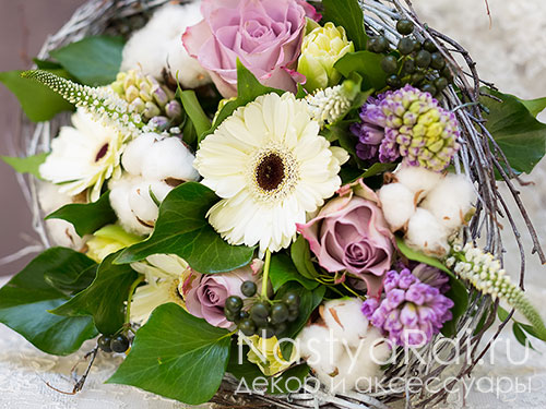 Букет из роз, гиацинтов с герберами