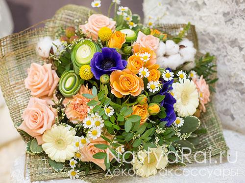 Букет с анемонами,розами и ромашками