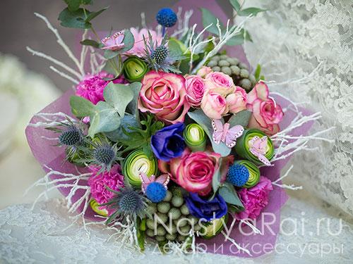 Букет из роз анемонов и гвоздик