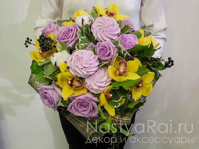 Букеты с цветами и зефиром