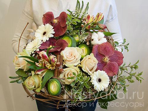 Стильный букет с орхидеей