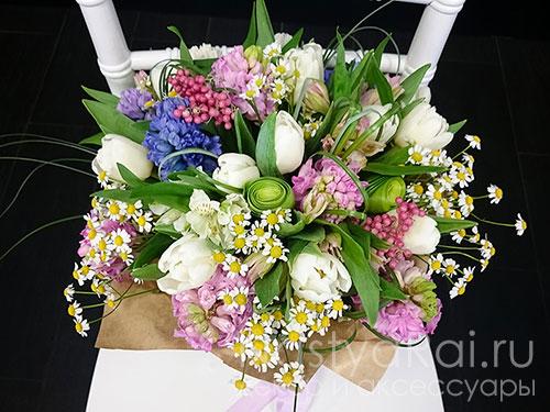 Весенний букет из тюльпанов и гиацинтов