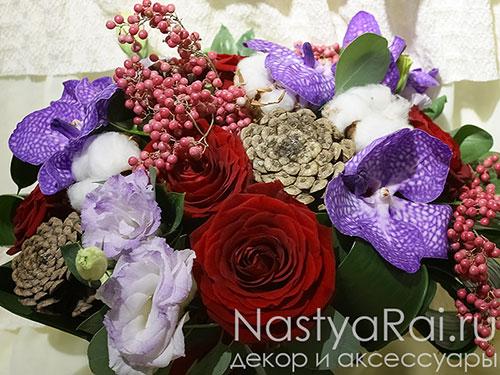 Букет с розами, орхидеями и шишками
