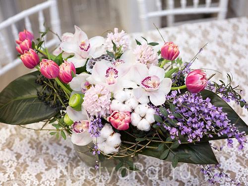 Букет подарочный с белой орхидеей