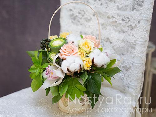 Нежная корзина с орхидеями