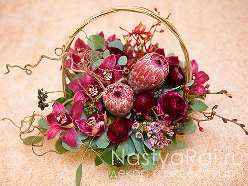Необычная корзина в цвете марсала